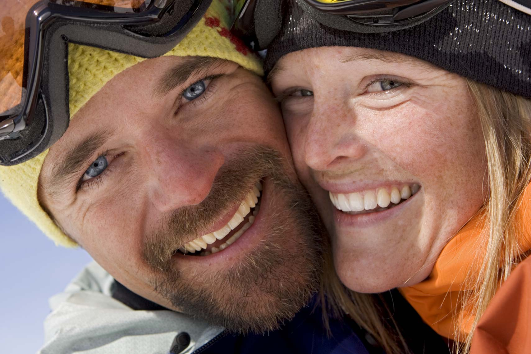 Tomas Zuccareno Photography | Smiling skiing couple